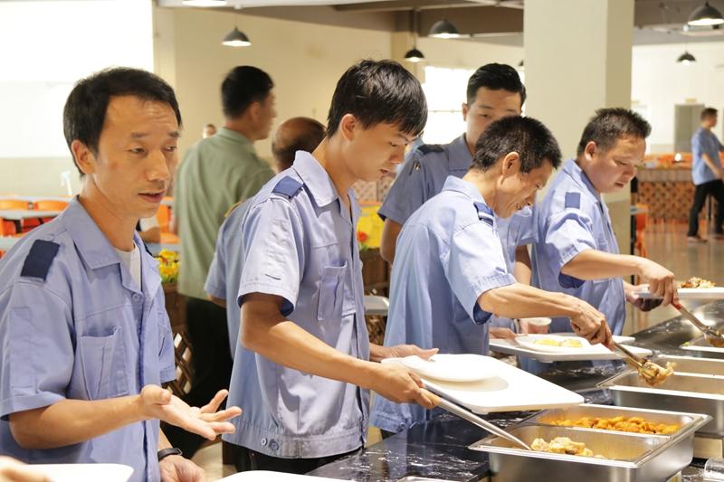 鸿骏餐厅用餐环境.jpg